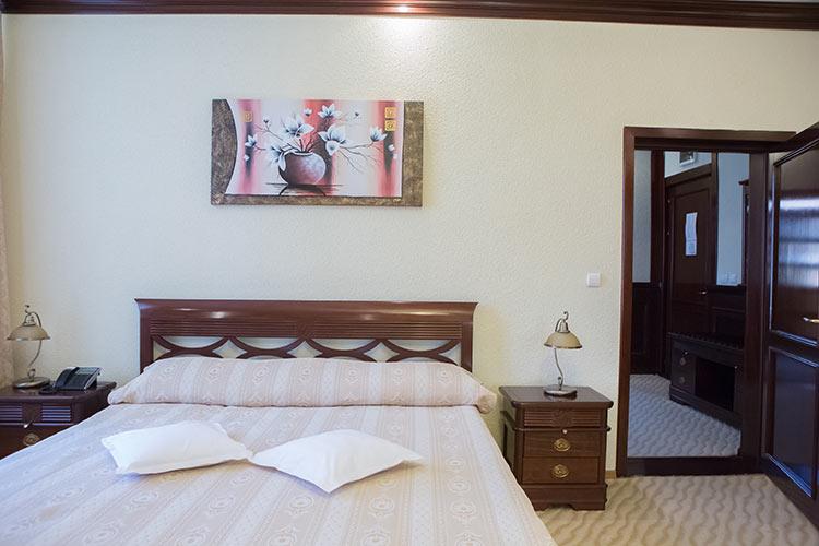 http://hotel-diplomat.ro/wp-content/uploads/family/6.jpg