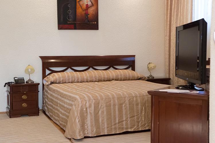 http://hotel-diplomat.ro/wp-content/uploads/family/9.jpg
