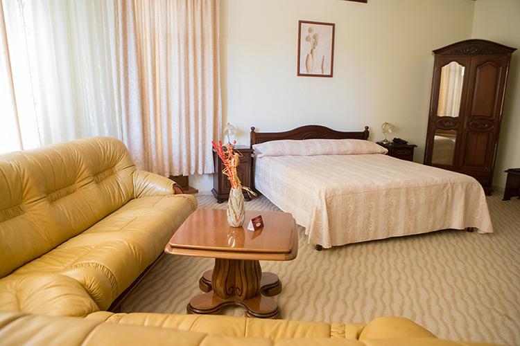 http://hotel-diplomat.ro/wp-content/uploads/suite/25.jpg